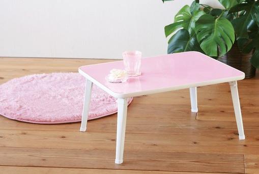 パステルカラーのテーブル