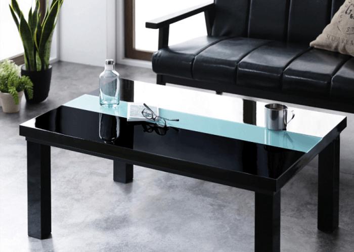 都会的な部屋に似合う黒いテーブル