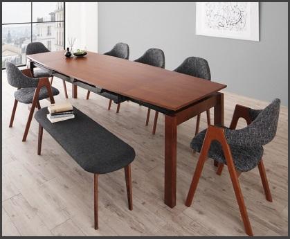 8人座れるハイテーブル